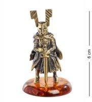 Am-1278 фигурка рыцарь с мечом (латунь, янтарь)