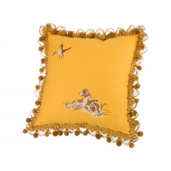 Подушка декоративная  охота 45х45, жёлтая , вышивка.