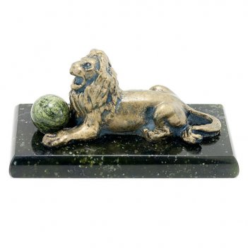 Сувенир лев с шаром змеевик