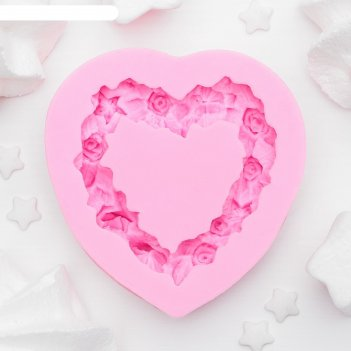 Молд силиконовый 7х7х1,3 см сердце в розочках