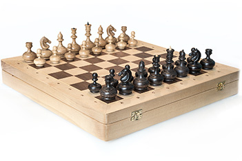 Шахматы резные woodgame, король 8,5см, ларец из березы 44х44см